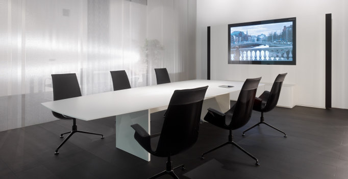 Scale Media Meeting Table